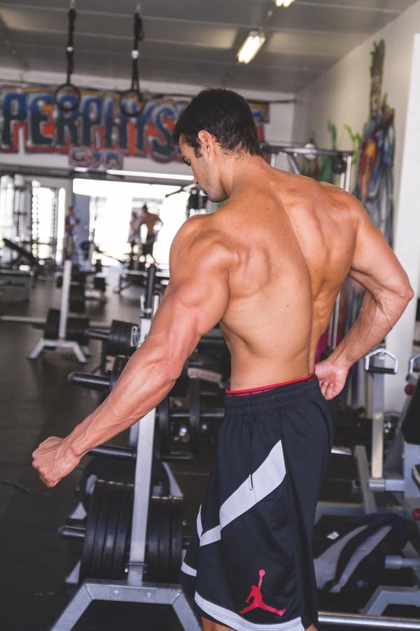 Faut-il accentuer la contraction volontaire en musculation ?