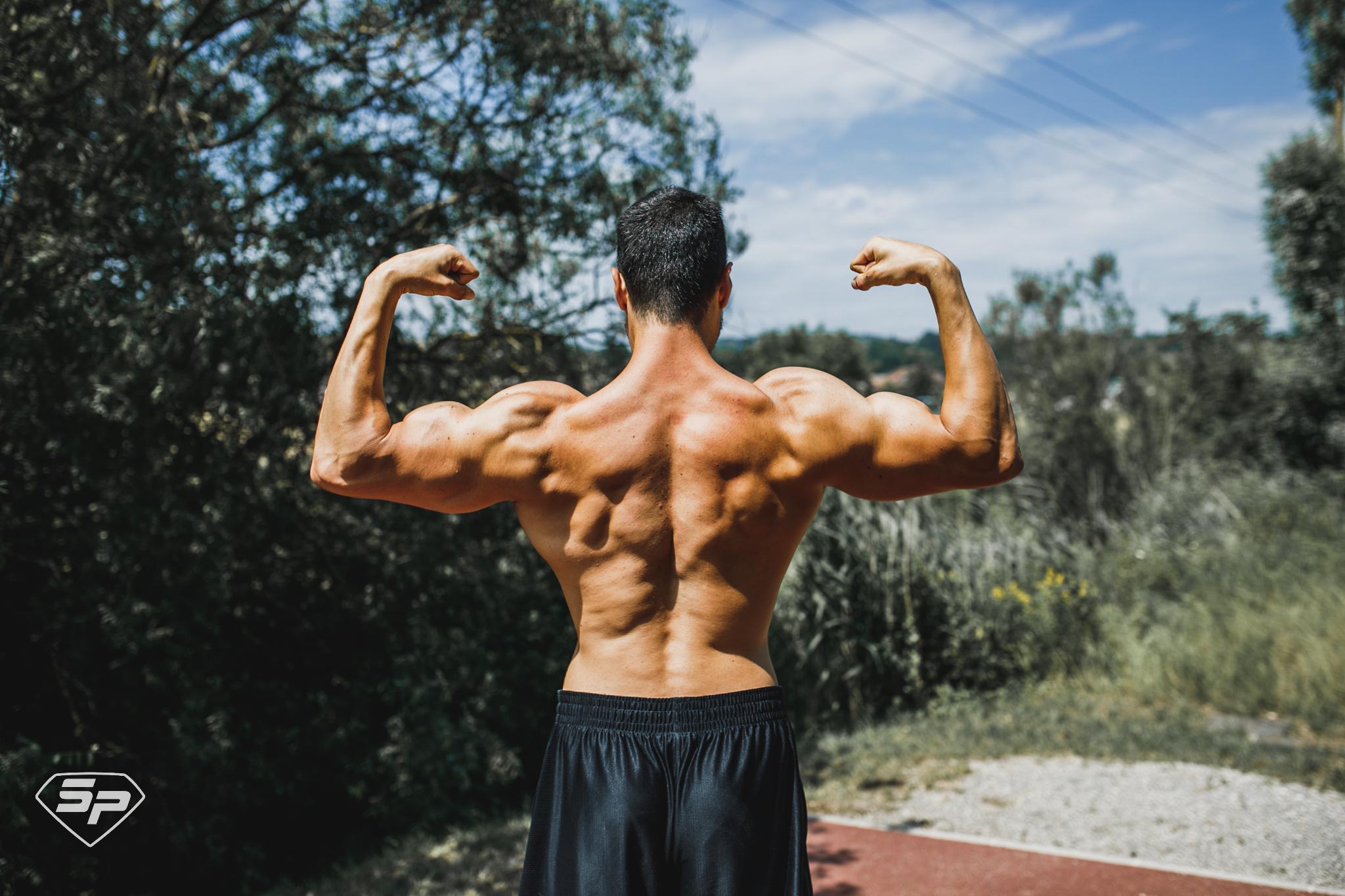 Douleurs aux épaules en musculation